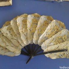 Antigüedades: PRECIOSO ABANICO DE PAPIRO Y ASTA. Lote 151135361