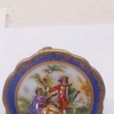Antigüedades: PLATO DE PORCELANA LIMOGES CON BONITA ILUSTRACION PINTADO A MANO. Lote 151141165