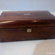 Antigüedades: ESCRITORIO ANTIGUO DE VIAJE CON DECORACIONES. Lote 151149486