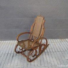 Antigüedades: MECEDORA DE MADERA CON REJILLA PARA NIÑO.. Lote 151154834
