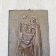 Antigüedades: CUADRO O PLACA SAGRADA FAMILIA EN BRONCE. Lote 151223102