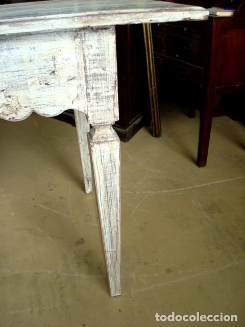 Antigüedades: Mesa consola rustica patinada en blanco, con 2 cajones y 6 patas 2,86 metros de largo - Foto 5 - 151231130