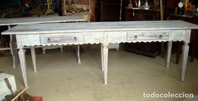 Antigüedades: Mesa consola rustica patinada en blanco, con 2 cajones y 6 patas 2,86 metros de largo - Foto 6 - 151231130