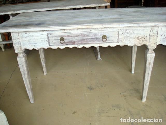 Antigüedades: Mesa consola rustica patinada en blanco, con 2 cajones y 6 patas 2,86 metros de largo - Foto 7 - 151231130