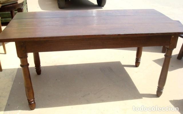 Mesa de comedor antigua en madera de castaño pata torneada