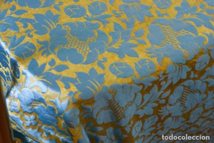 Antiquitäten: Colcha antigua en algodón y seda bordada color oro y turquesa rematada con bolas - Cama de 150 - Foto 2 - 151253113