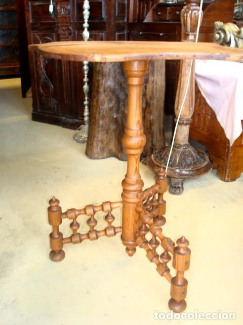 Antigüedades: Mesa rustica antigua en forma de escudo y pie de torneados - Foto 2 - 151279482