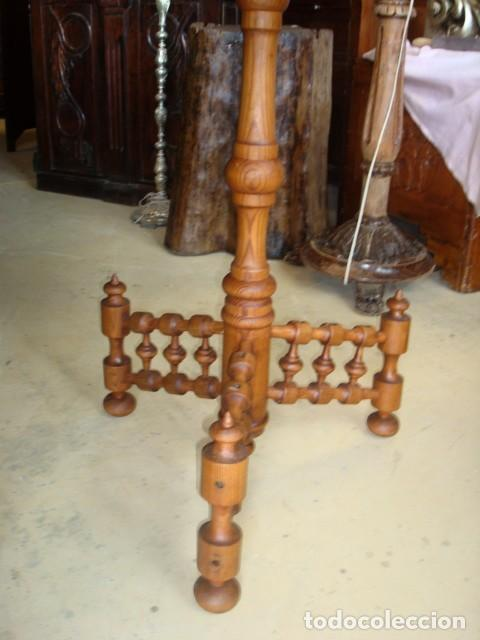 Antigüedades: Mesa rustica antigua en forma de escudo y pie de torneados - Foto 5 - 151279482