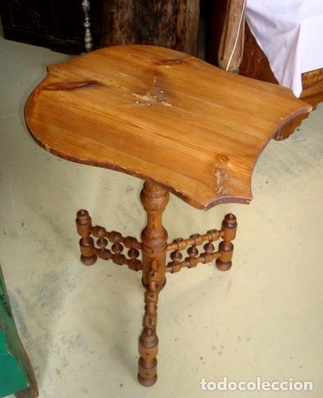 Antigüedades: Mesa rustica antigua en forma de escudo y pie de torneados - Foto 6 - 151279482
