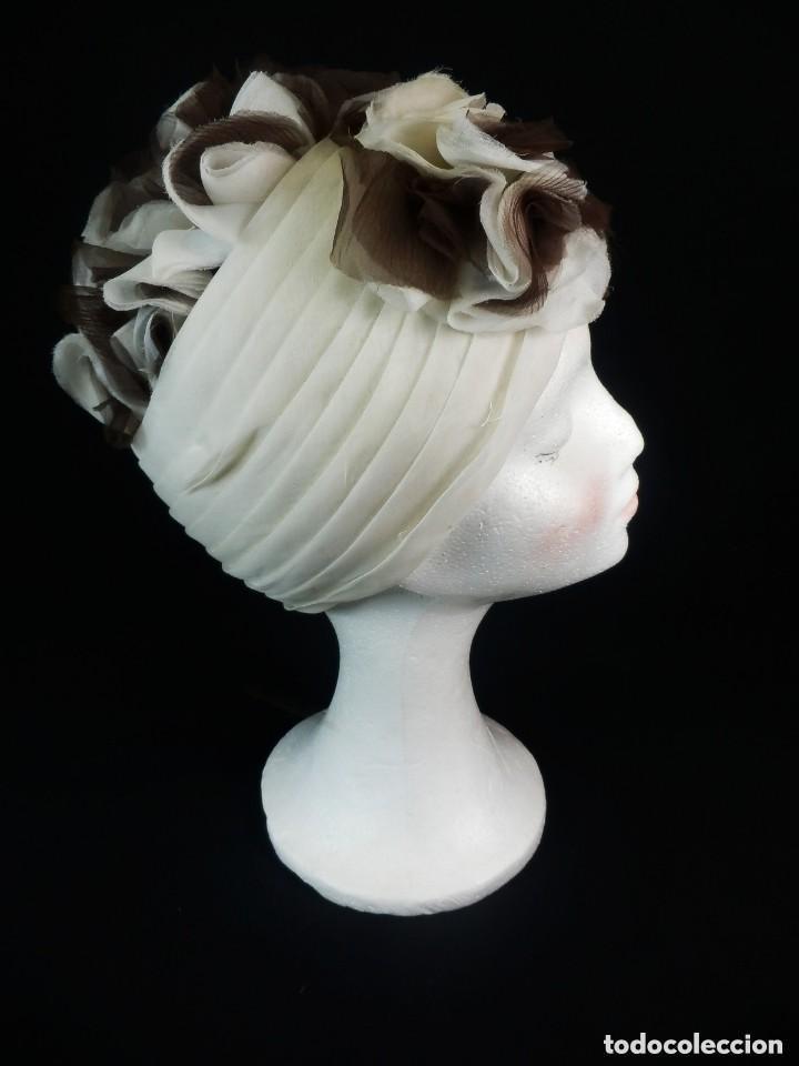 BELLÍSIMO TOCADO DE GASA AÑOS 1950. (Antigüedades - Moda - Sombreros Antiguos)