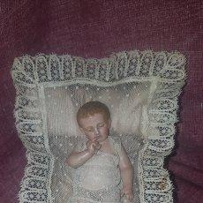 Antigüedades: NIÑO EN CUNA ANTIGUO. Lote 151305001