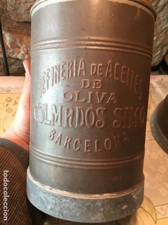 Antigüedades: Antiguos aceitera / aceiteras de lata refineria de aceites de Oliva Colmados Simó Barcelona - Foto 3 - 151331354