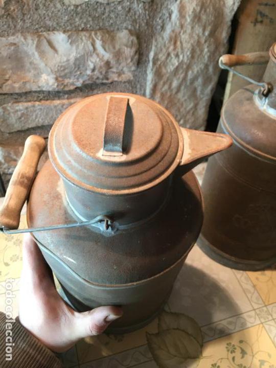 Antigüedades: Antiguos aceitera / aceiteras de lata refineria de aceites de Oliva Colmados Simó Barcelona - Foto 6 - 151331354