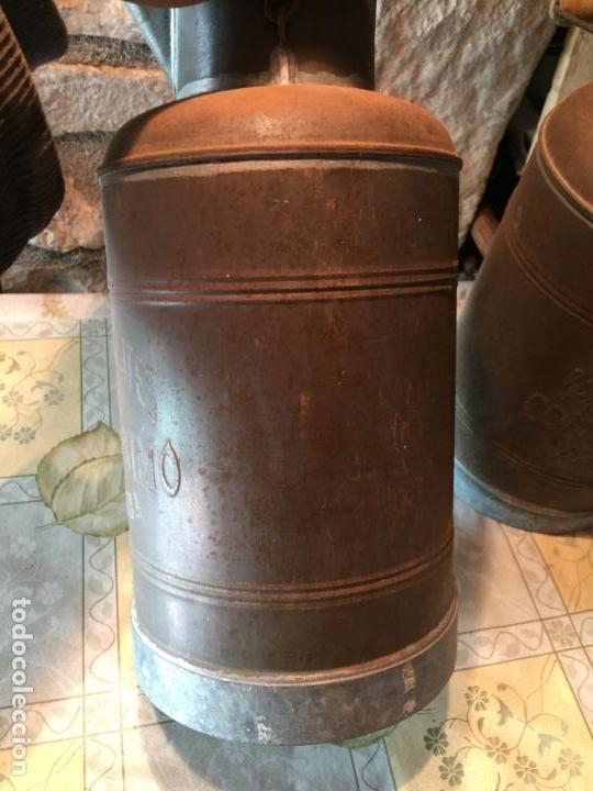 Antigüedades: Antiguos aceitera / aceiteras de lata refineria de aceites de Oliva Colmados Simó Barcelona - Foto 10 - 151331354