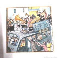Antigüedades: BUS BANDA MÚSICA AZULEJO FIRMADO AUTOR ?? AÑO 1950, BUEN ESTADO. MED. 15 X 15 CM. Lote 151343126