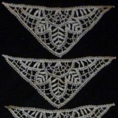 Antiguidades: CINCO ANTIGUOS APLIQUES DE ENCAJE DE BOLILLO S.XIX. Lote 151358550