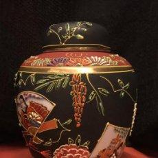 Antigüedades: ESPECTACULAR TIBOR DE PORCELANA JAPONÉS. PINTADO A MANO. IMPECABLE. Lote 151378190