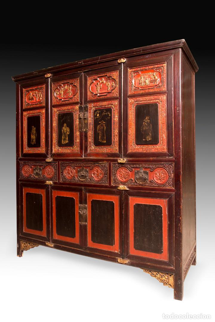 ARMARIO ORIENTAL EN MADERA TALLADA Y LACADA S. XIX (Antigüedades - Muebles Antiguos - Armarios Antiguos)