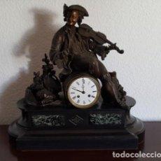 Antigüedades: RELOJ ANTIGUO CON FIGURA BRONCE. Lote 151445998
