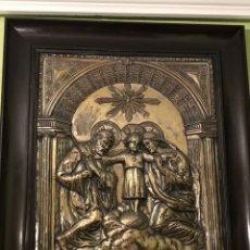 Antigüedades: CUADRO DE LA SAGRADA FAMILIA EN PLATA FIRMADO (VER FOTOS) GRAN TAMAÑO.. Lote 151452333