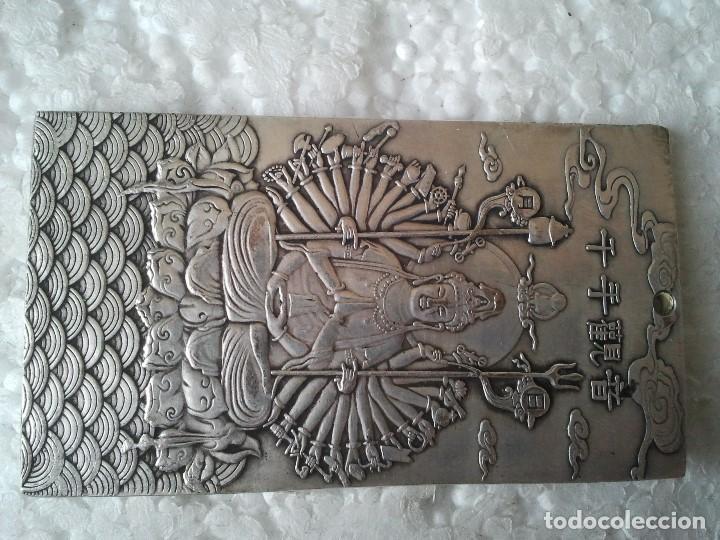 Antiquitäten: Antiguo lingote Budista de plata tibetana 124,60 gramos. Representa La Diosa de los Mil Brazos. - Foto 3 - 154400792