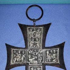 Antigüedades: CRUZ CON IMAGENES EN RELIEVE VIDA DE JESUS VER FOTOS Y DESCRIPCION. Lote 151468634