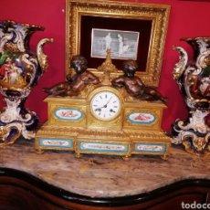 Antigüedades: PAREJA DE JARRONES FRANCESES VIEJO PARÍS ÉPOCA LUÍS FELIPE. Lote 151485982