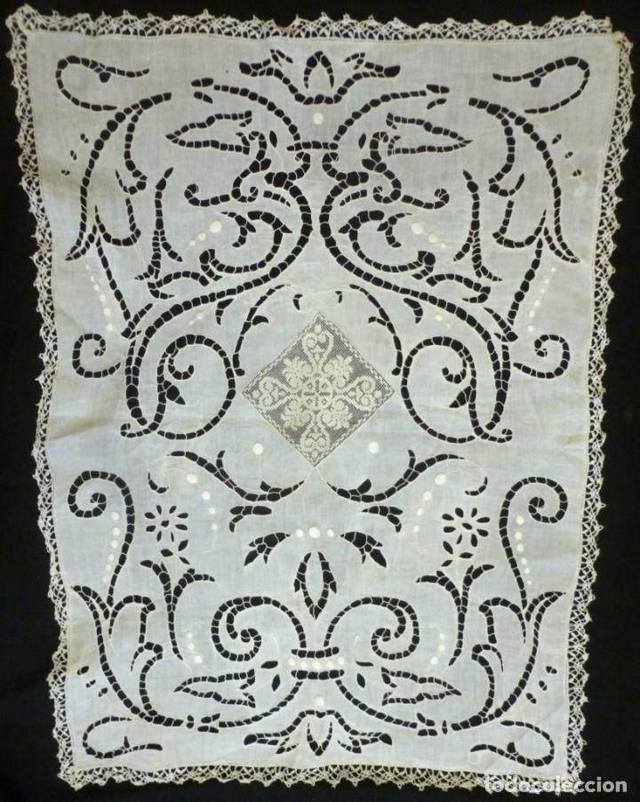 Antigüedades: ANTIGUO MANTEL DE SACRISTÍA - ENCAJE DE RICHELIEU SOBRE LINO S. XIX - Foto 5 - 151510962