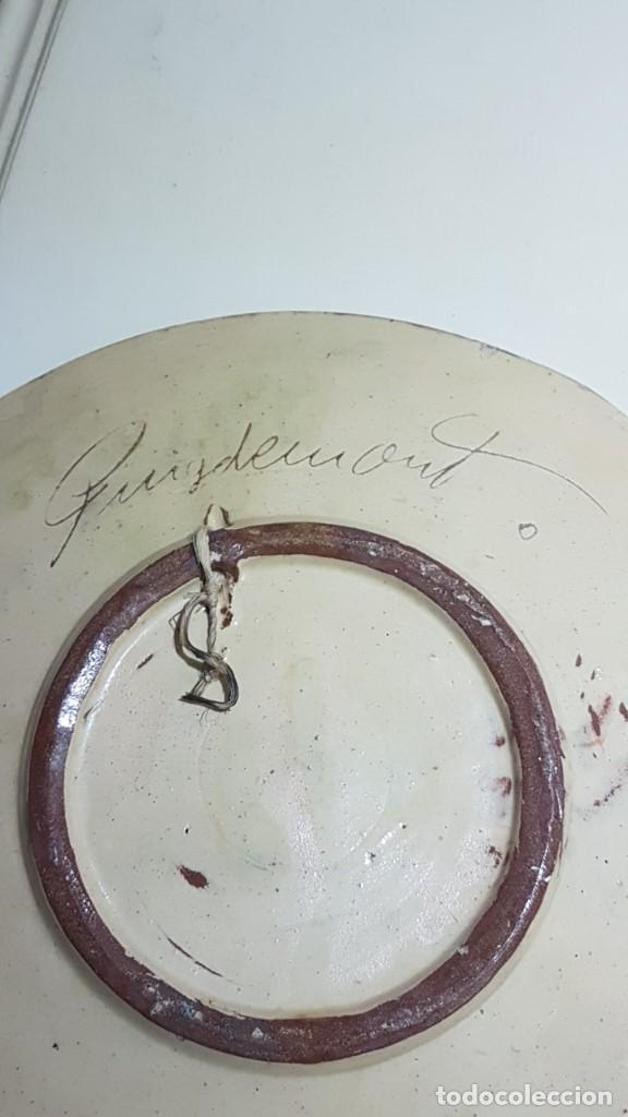 Antigüedades: ANTIGUO PLATO EN TERRACOTA, SARDANAS, FIRMADO PUIGDEMONT, 31 cm. DIAMETRO, TAL CUAL SE VE. - Foto 9 - 151531498