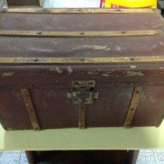 Antigüedades: PEQUEÑO BAUL DE LOS 30. Lote 151534768