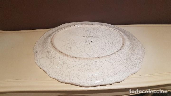 Antigüedades: ANTIGUA FUENTE DE TALAVERA FIRMADA POR L.S., TAL CUAL SE VE, DE 39 X 30´5 cm. - Foto 7 - 151537114
