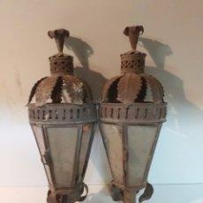 Antigüedades: 2 ANTIGUOS FAROLES DE VELA PARA BALCONES O PARA PROCESION. DE CHAPA Y CRISTAL. ANTIQUISIMOS. Lote 151542386