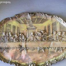 Antigüedades: ÚLTIMA CENA EN PLATO REPUJADO. Lote 151587864