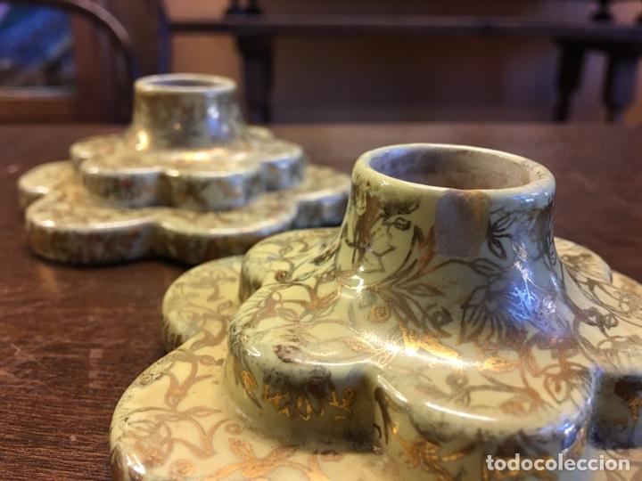 Antigüedades: Pareja de velas eternas WADE en cerámica inglesa - Everlasting Candle - Detalles dorados - Foto 9 - 151590456
