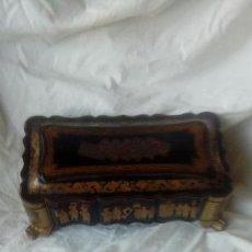 Antigüedades: CAJA DE LACA CHINA PARA JUEGO DE CARTA. SIGLO XIX. Lote 151607570