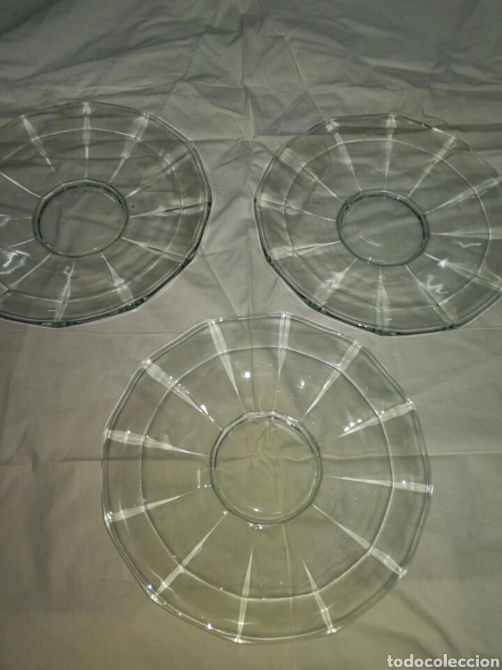 3 ANTIGUOS PLATOS DE VIDRIO PRENSADO (Antigüedades - Cristal y Vidrio - Otros)