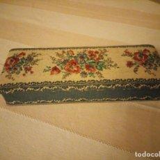 Antigüedades: CAJA DE CARTON FORRADA CON TEJIDO FLORAL. FABRIQUE DE CHOCOLAT VILLARS FRIBOURG SUISSE. Lote 151644862