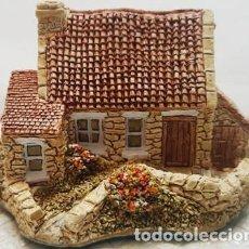 Antigüedades: MAGNIFICA CASITA DE PORCELANA INGLESA DE COLECCION - LILLIPUT LANE -PARVUS EST BELLUS -. Lote 151669382