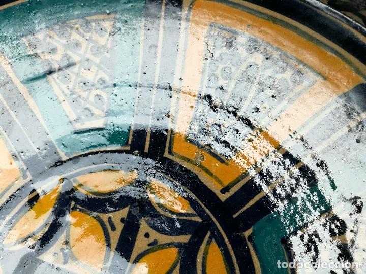 Antigüedades: CERAMICA. SEVILLA. TRIANA. PLATO GRANDE FUENTE LEBRILLO DE LOS AÑOS 20 - Foto 17 - 151687806