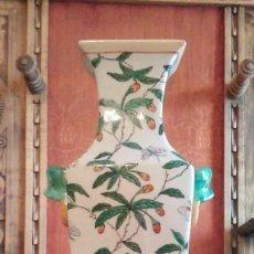 Antigüedades: EXTRAORDINARIO JARRON CHINO DE PORCELANA SELLADO , 35 CMS DE ALTO.. Lote 151698270