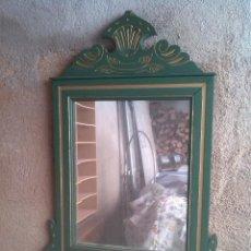 Antigüedades: ESPEJO RECIBIDOR DE MADERA ANTIGUO. Lote 151736422