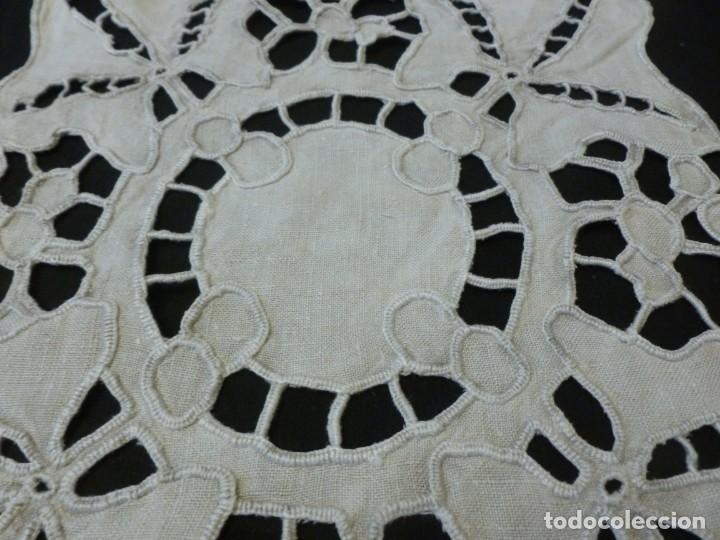 Antigüedades: ANTIGUO TAPETE DE ENCAJE DE RICHELIEU SOBRE LINO - S.XIX - Foto 6 - 151829834