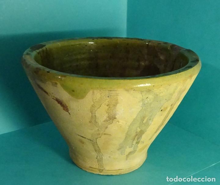 MORTERO / ALMIREZ DE BARRO COCIDO ESMALTADO EN SU PARTE INTERIOR. ALTURA 11,5 CM. BOCA 17,5 CM (Antigüedades - Porcelanas y Cerámicas - Otras)
