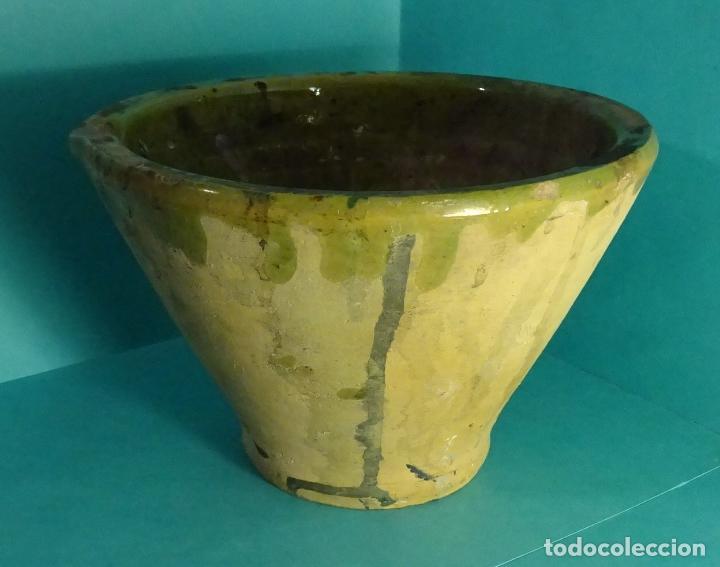 Antigüedades: MORTERO / ALMIREZ DE BARRO COCIDO ESMALTADO EN SU PARTE INTERIOR. ALTURA 11,5 CM. BOCA 17,5 CM - Foto 2 - 151850534