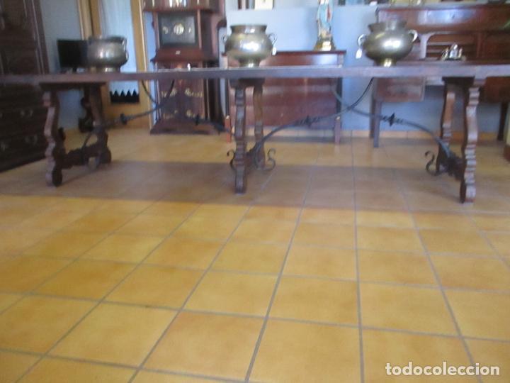 Antigüedades: Gran Mesa Estilo Barroco - Sobre de una Pieza en Madera de Roble - 3 Patas de Lira -Hierros Forjados - Foto 3 - 151855790