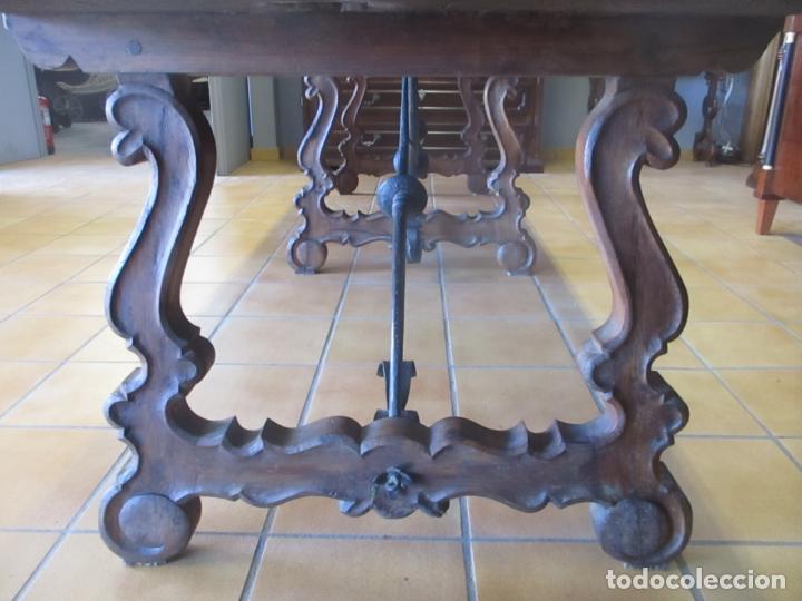 Antigüedades: Gran Mesa Estilo Barroco - Sobre de una Pieza en Madera de Roble - 3 Patas de Lira -Hierros Forjados - Foto 5 - 151855790