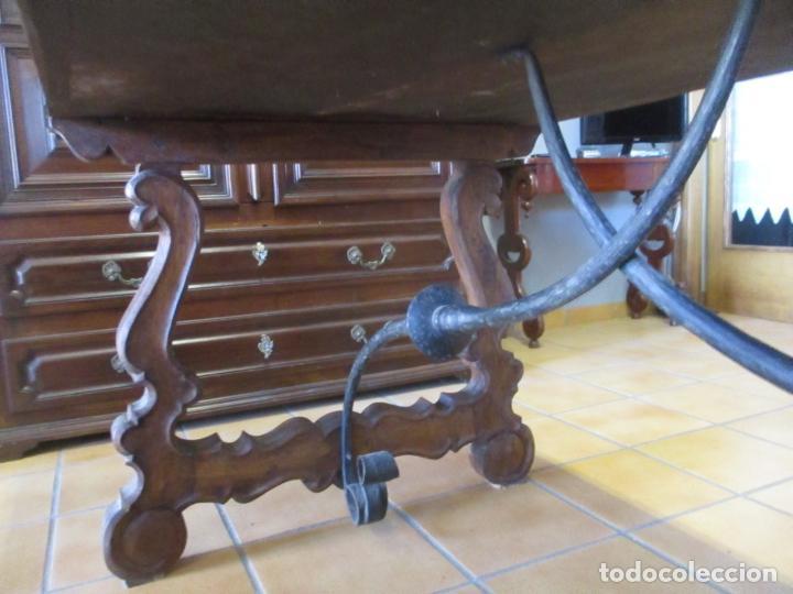 Antigüedades: Gran Mesa Estilo Barroco - Sobre de una Pieza en Madera de Roble - 3 Patas de Lira -Hierros Forjados - Foto 6 - 151855790