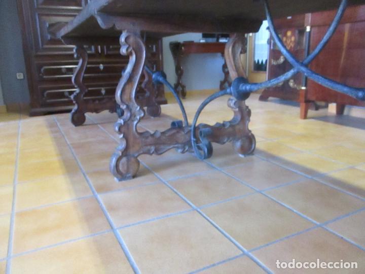 Antigüedades: Gran Mesa Estilo Barroco - Sobre de una Pieza en Madera de Roble - 3 Patas de Lira -Hierros Forjados - Foto 17 - 151855790