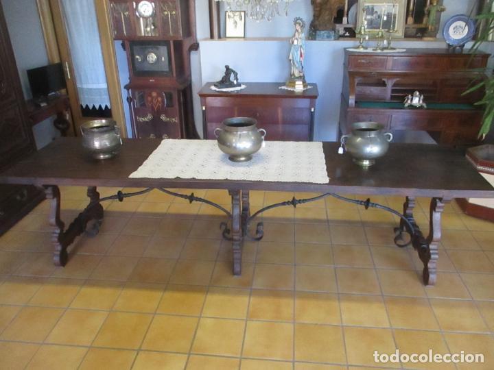 Antigüedades: Gran Mesa Estilo Barroco - Sobre de una Pieza en Madera de Roble - 3 Patas de Lira -Hierros Forjados - Foto 20 - 151855790