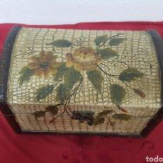 Antigüedades: CAJA DE MADERA PINTADA. Lote 151895342